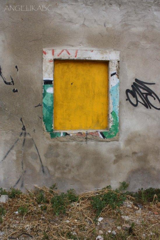 ventana amarilla