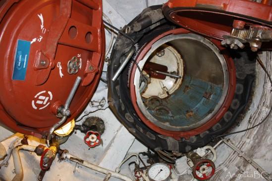 Escotilla de lanzamiento de torpedo